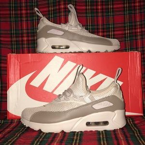 Nike Air Max 90 EZ Size 4.5y or women's 6